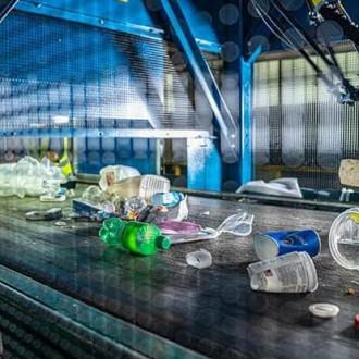 Центр переработки отходов Мичиганского государственного университета приобрел робота-сортировщика Amp